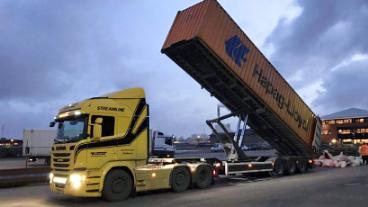 Tiru Transport B.V. vrachtwagen container kiepchassis